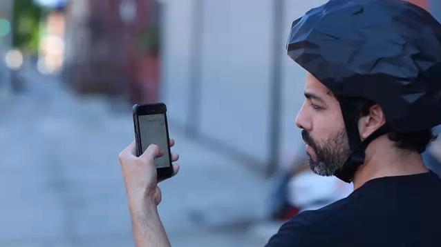 The MindRider helmet works with an app to help bicycle commuters lessen their stress
