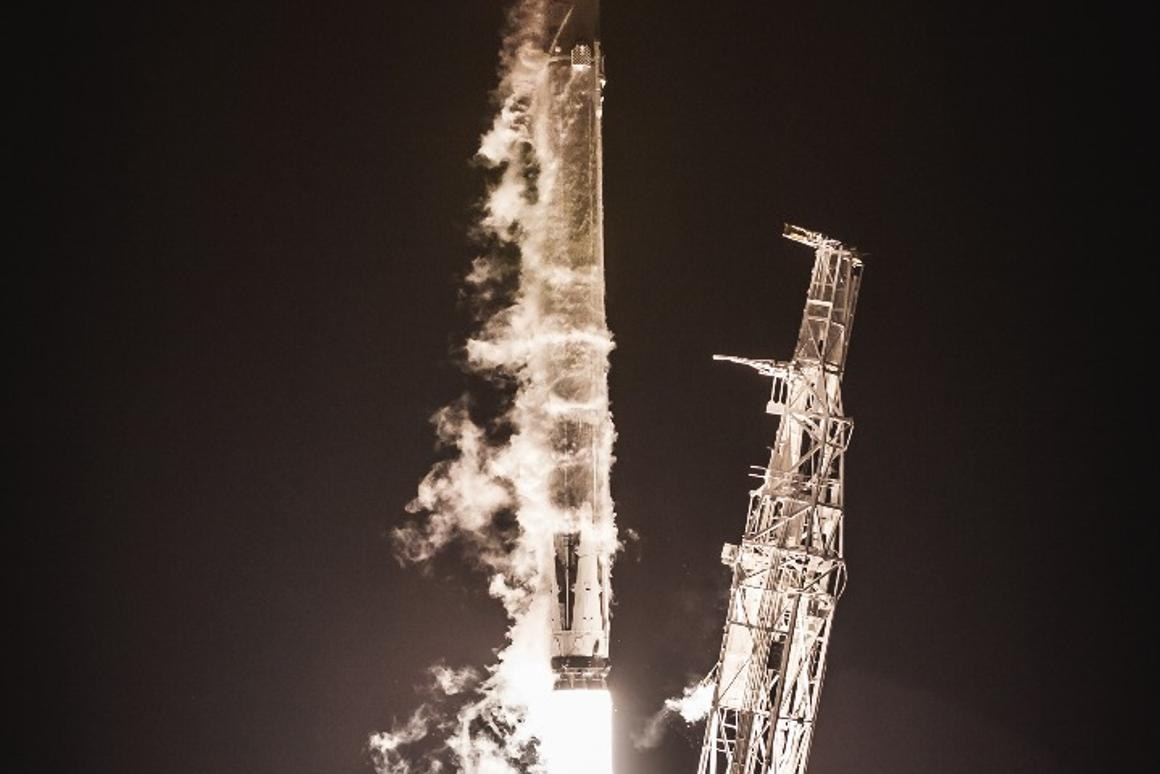 SpaceX launches first Starlink satellites for global