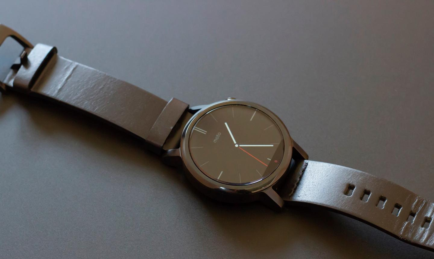 The 2nd-gen Moto 360 – black, leather band, 42 mm version