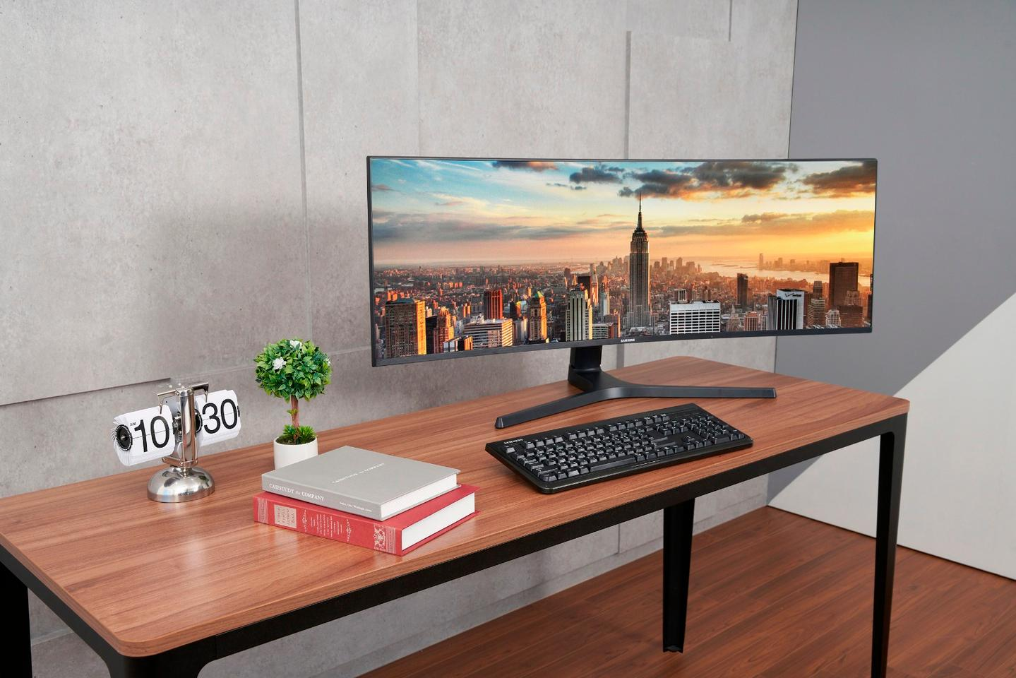 The CJ89 model is a 43-in display with a refresh rate of 120 Hz and a resolution of 3,840 x 1,200