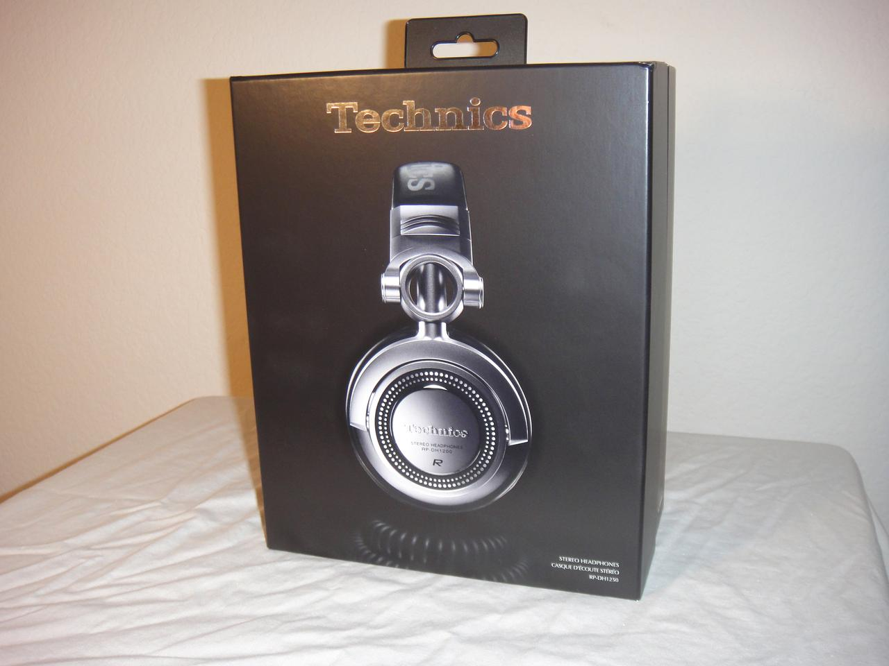 Gizmag goes ears-on with the Technics RP-DH1250 Pro DJ headphones from Panasonic