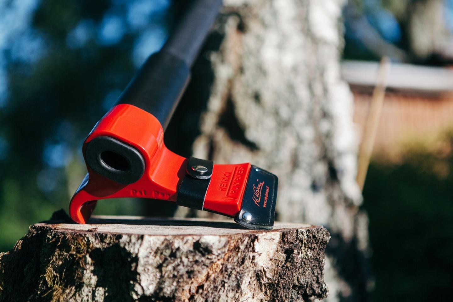 By harnessing leverage when its cutting edge strikes wood, the Leveraxe reportedly chops wood more easily and safely