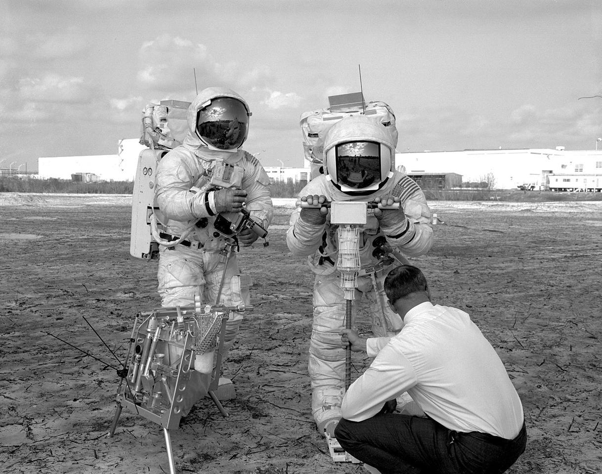 Les astronautes d'Apollo 13 répètent un EVA lunaire