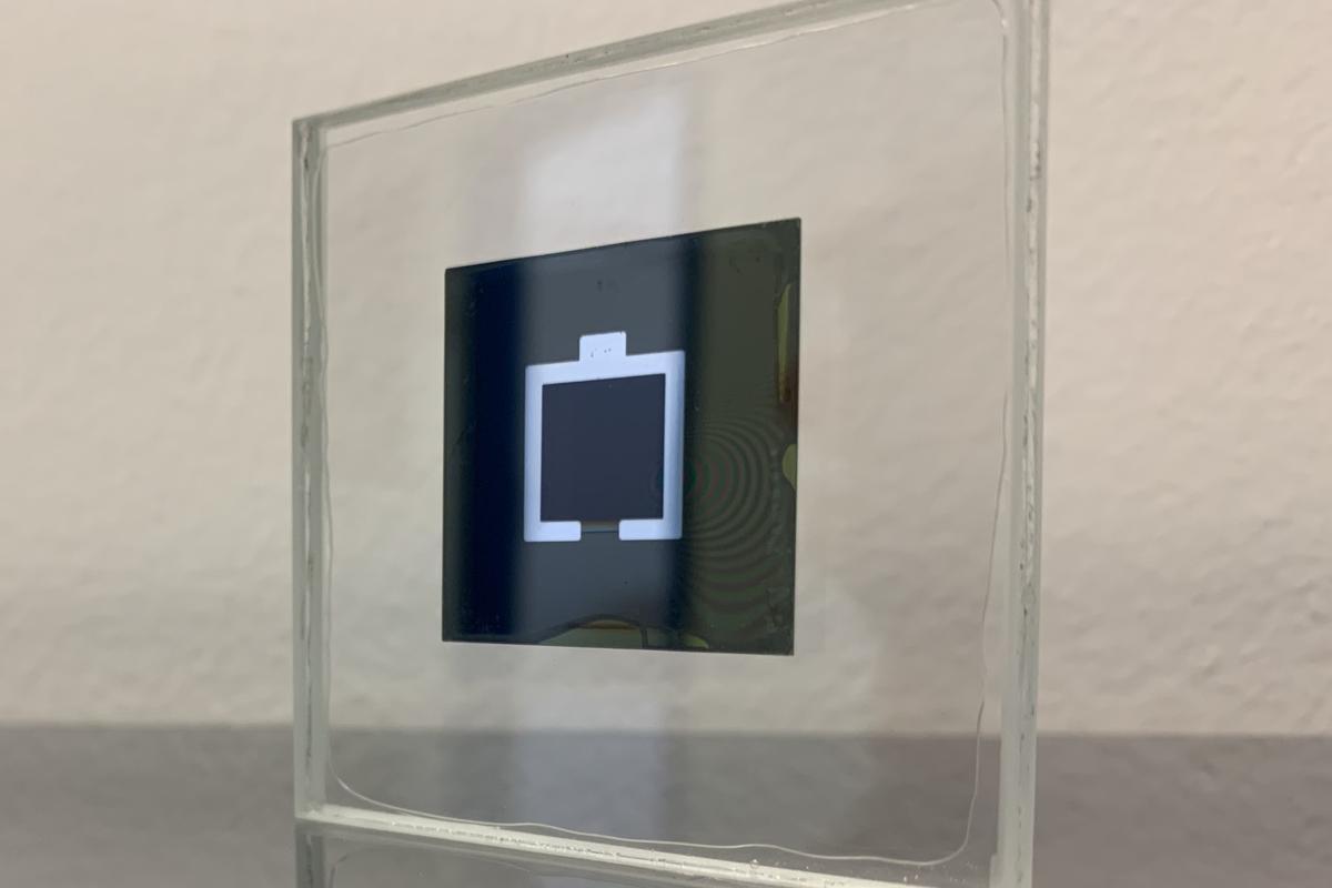 A small lab sample of the new tandem silicon/perovskite solar cell design