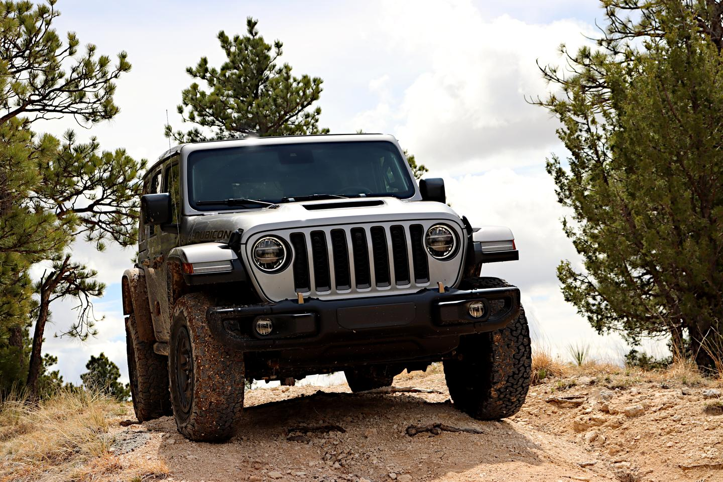 One of our chief complaints about the Wrangler 392 is its tendency to bottom out the front suspension quicker than does a V6-powered Jeep