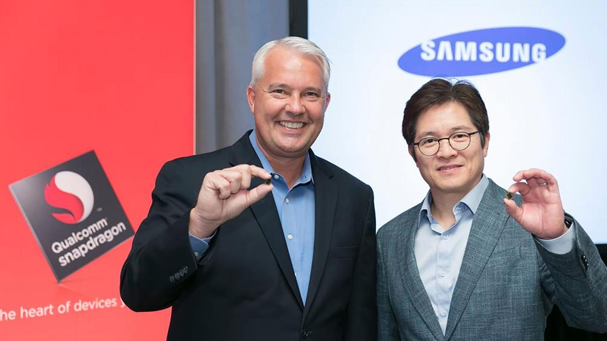 Qualcomm'sKeith Kressin and Samsung'sBen Suh show off the 10-nanometer Snapdragon 835 in New York