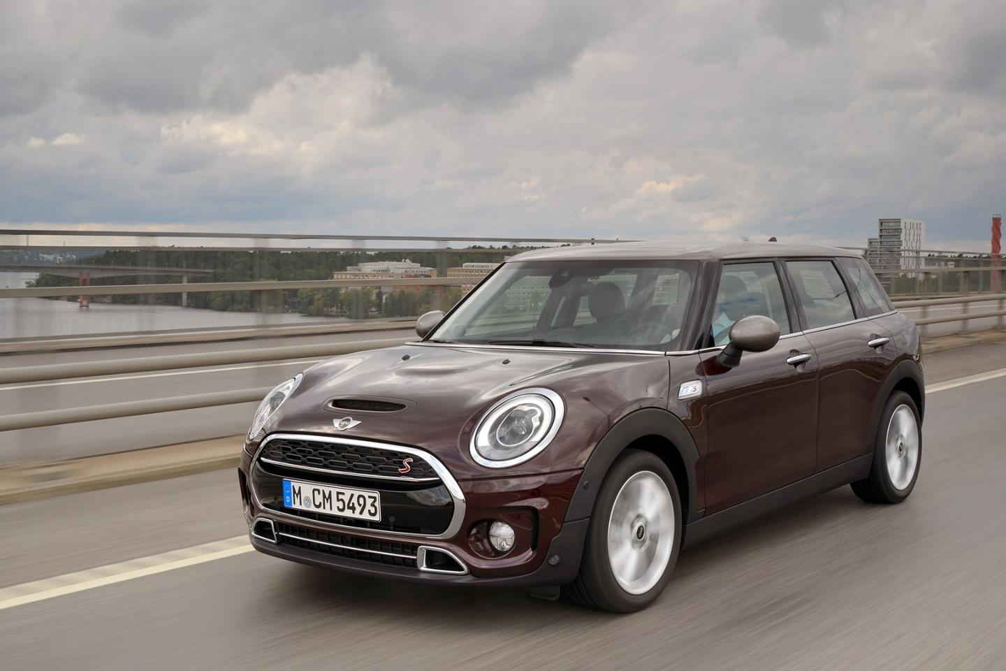 The new Mini Clubman has a noticably stretched body and roof-line