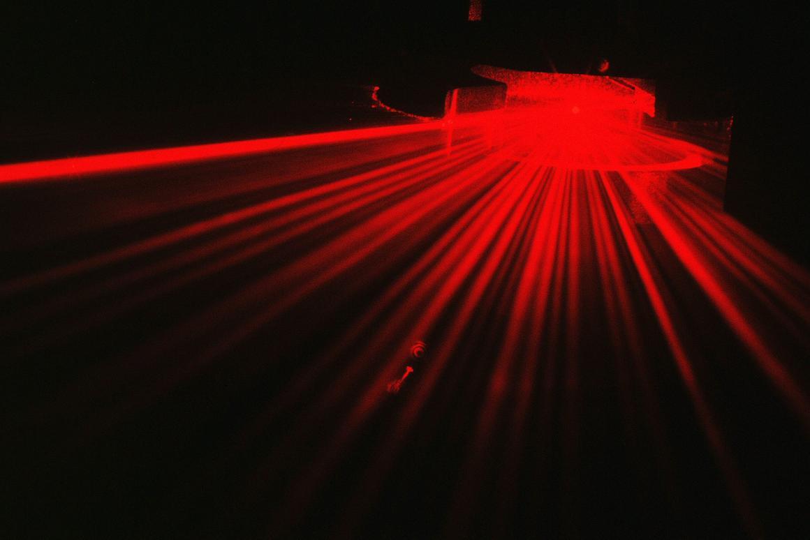 The portable detector analyzes scattered laser light to identify asbestos (Photo: Paul Kaye, University of Hertfordshire)