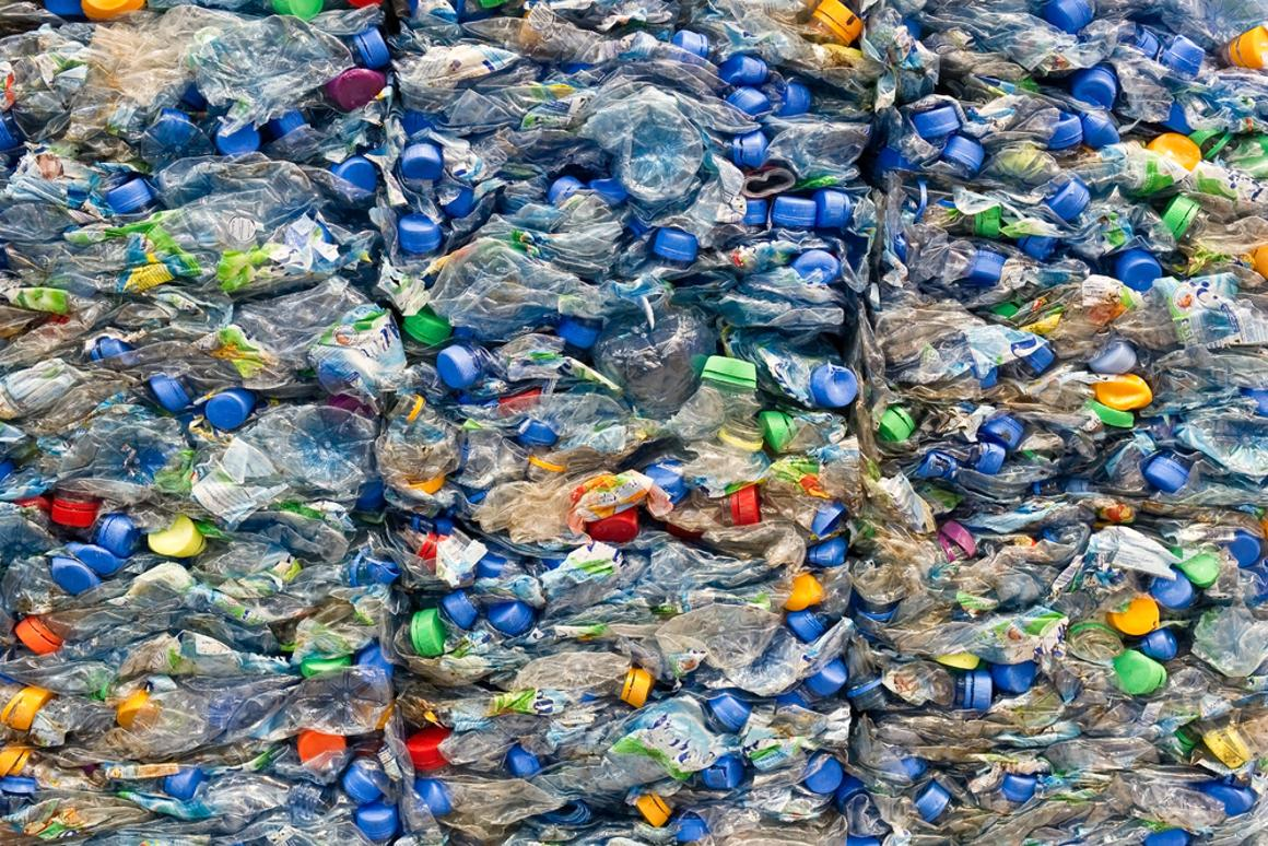 Levi's will incorporate 3.5 million bottles into its Wastealterfalter/Shutterstock)