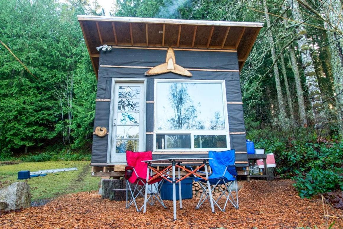 The Transforming Tiny Home measures just 7.7 sq m (83 sq ft), and was built for an estimated budget of under US$500 (Photo: Scott Brooks/Brendan McGarry Photography)