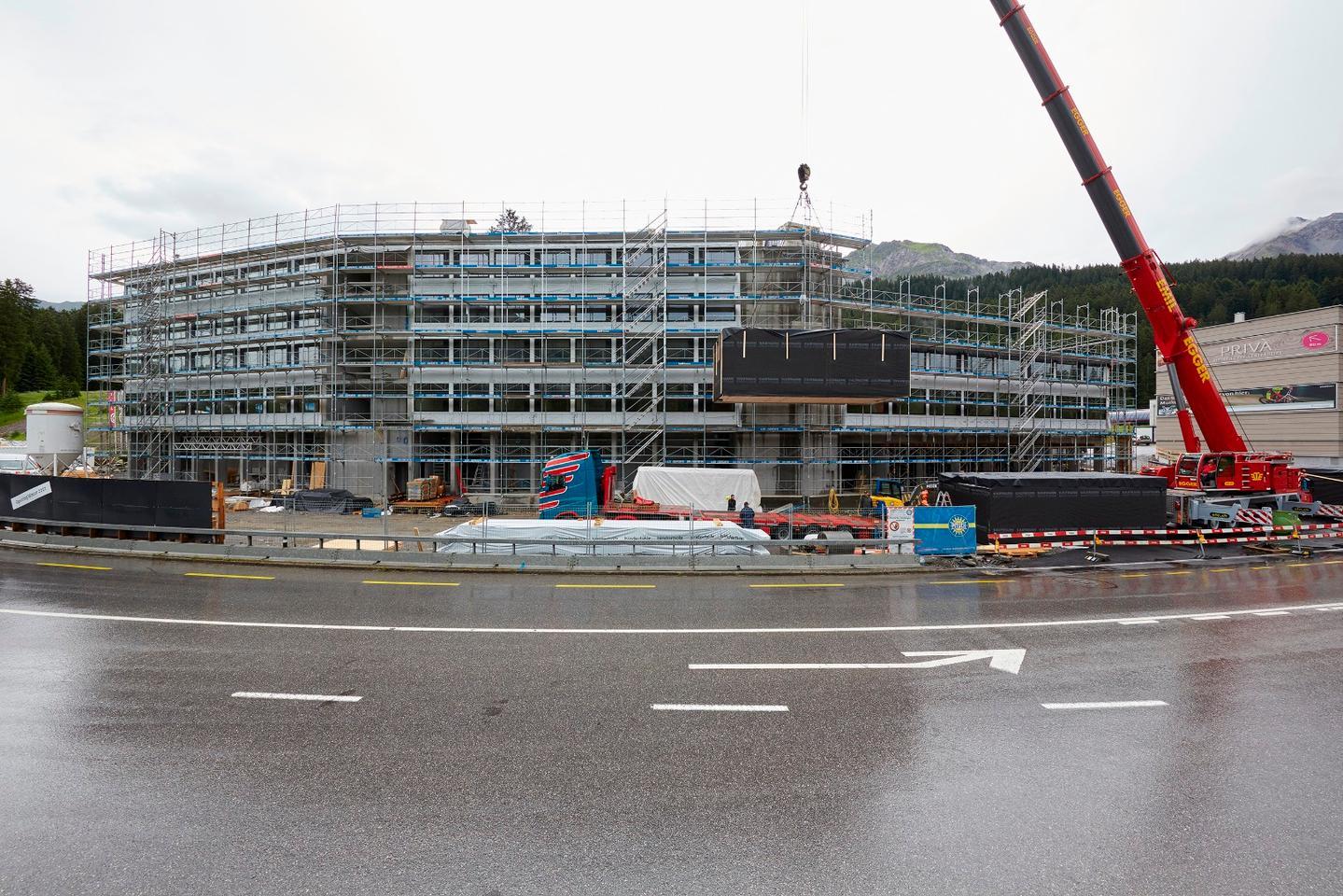 Switzerland's prefabRevierMountain Lodge under construction