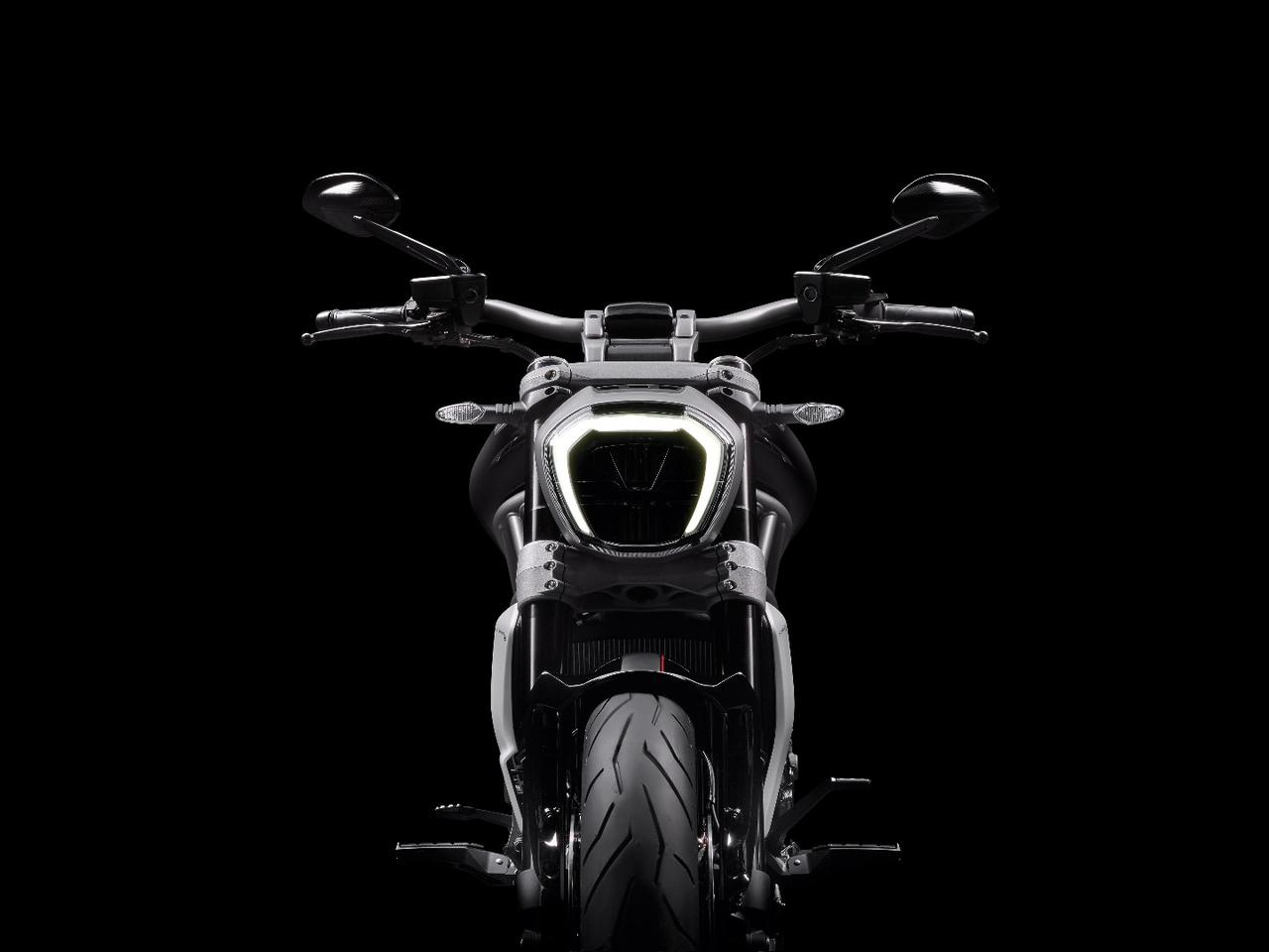 Ducati XDiavel S: daytime driving light