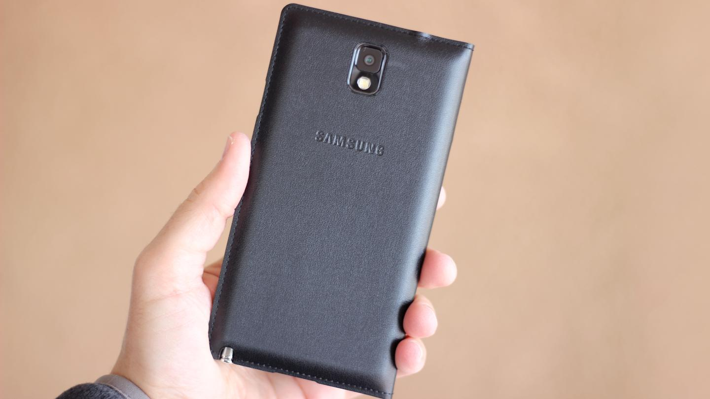 Back of the Galaxy Note 3 (with Samsung S View folio case) (Photo: Will Shanklin/Gizmag.com)