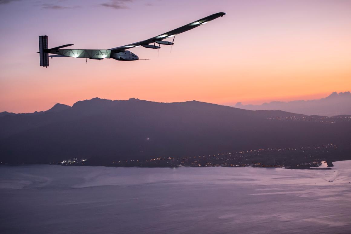 Solar Impulse 2 approaching Hawaii