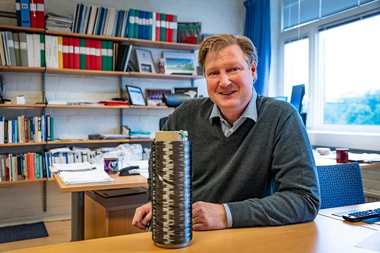 Leif Asp, Professor of Material and Computational Mechanics at Chalmers University of Technology, is the author of a new study highlighting the potential of carbon fibers to act as energy storage devices in vehicle design