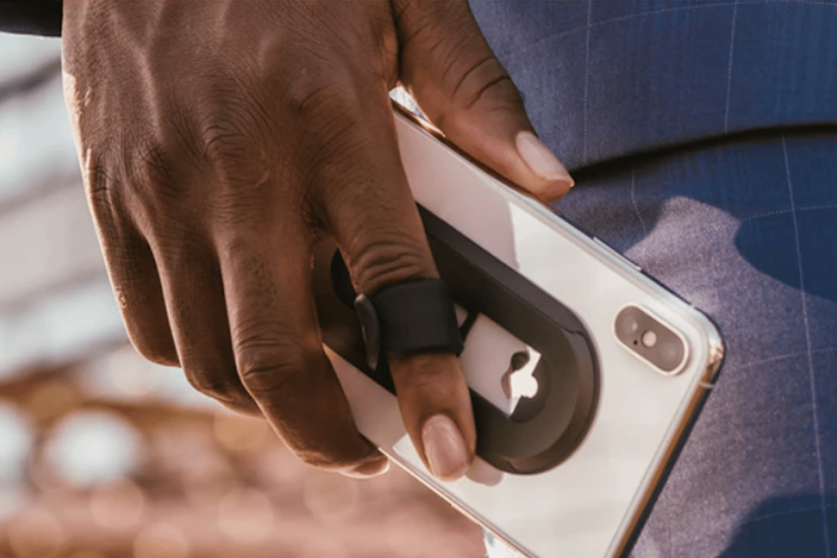 Ohsnap is an ultra-thin, magnetic, one-finger phone grip