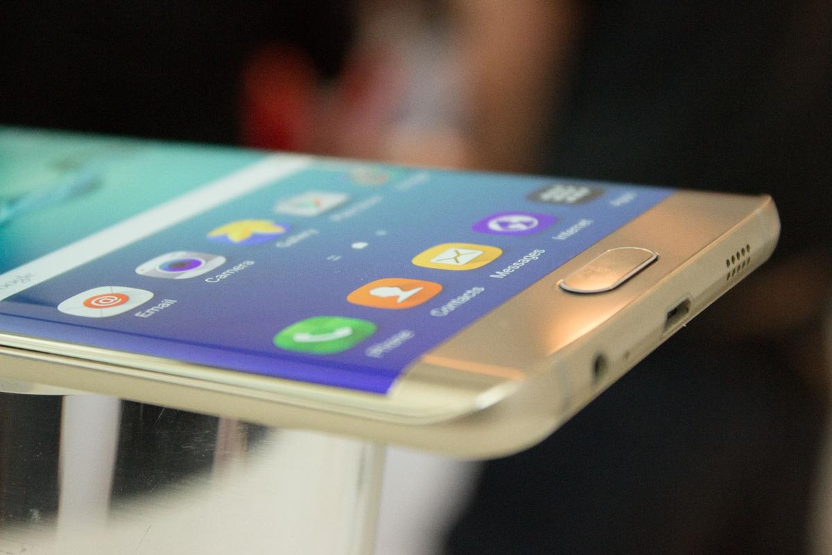 Samsung is still determined to make curved screens a thing, with the Galaxy S6 Edge+
