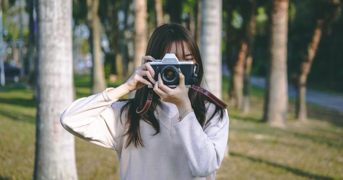 SL42 camera combines instant film with SLR body