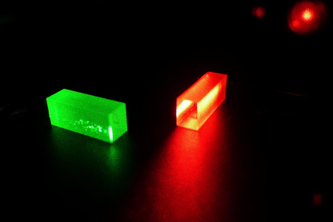 Crystals which contain the information of light after the teleportation (Photo: GAP, University of Geneva (UNIGE))