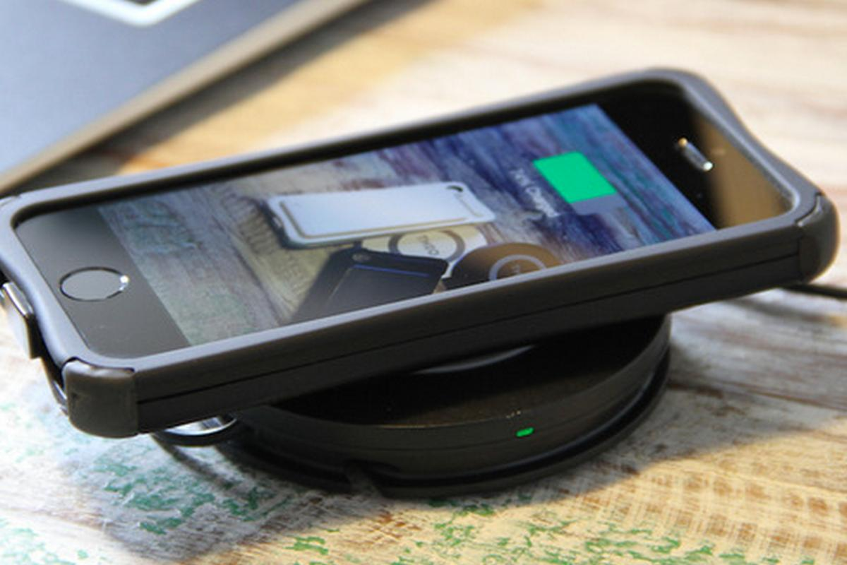 The Theo Power case is fitted with a both wireless charging technology and a removable back-up battery pack