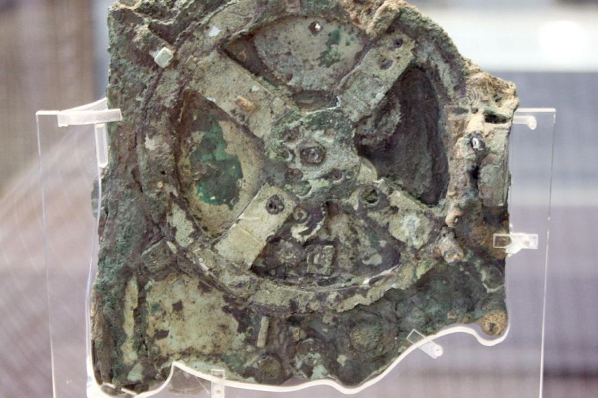 The Antikythera Mechanism is the world's oldest computer (Photo: Giovanni Dall Orto)