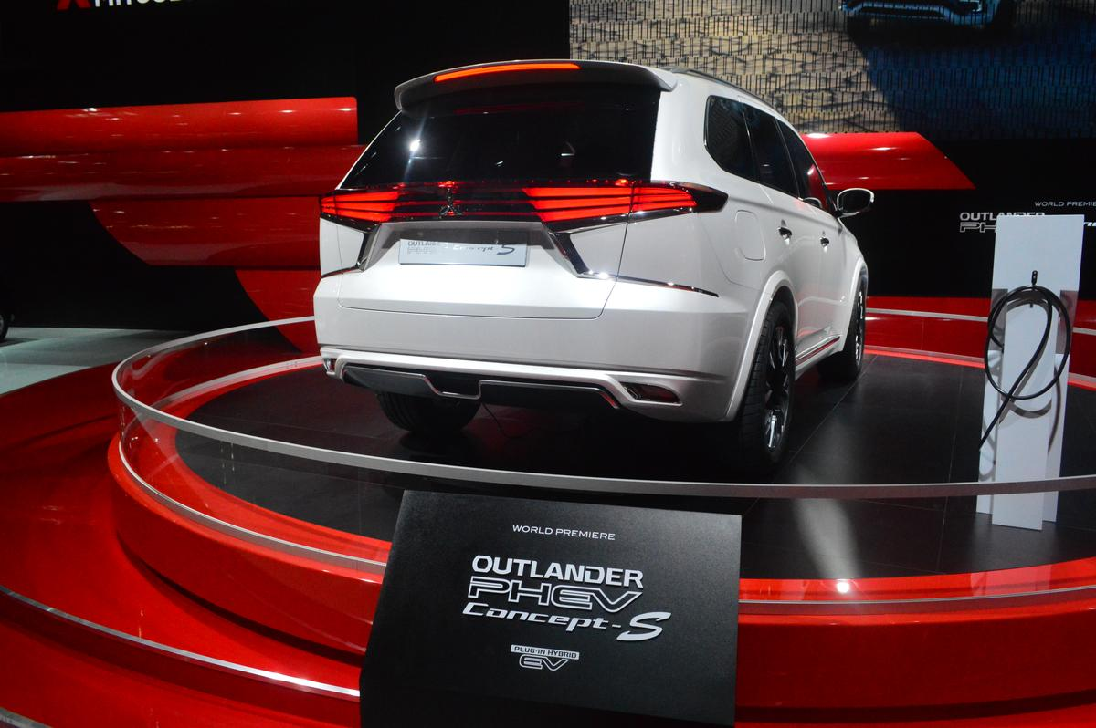 The Outlander PHEV Concept-S showcases design changes to Mitsubishi's hybrid SUV (Photo: C.C Weiss/Gizmag)