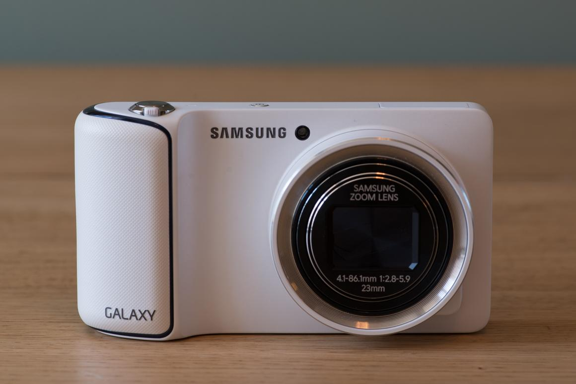 We review the Android-powered Samsung Galaxy Camera, which features 3G/4G and WiFi connectivity