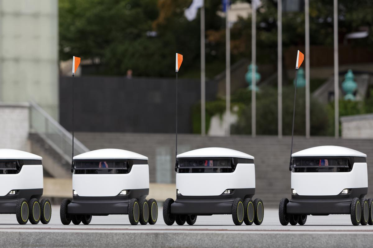 """Starship's unmanned food delivery robots will carry out deliveries at George Mason University in usually """"15 minutes or less"""""""