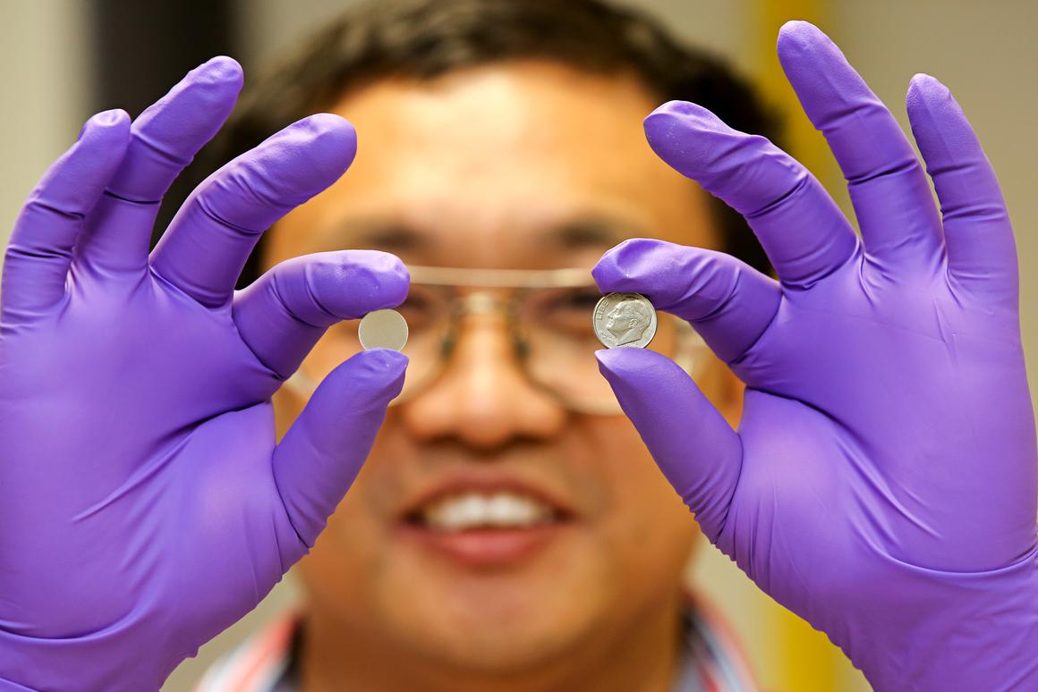 Researchers are building an all-solid Li-S battery that is cheap, safe, durable, and stores four times the charge of conventional lithium-ion batteries (Photo: ORNL)