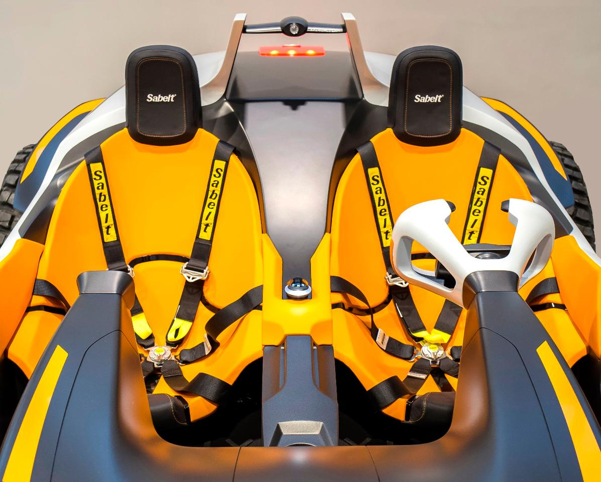 Hyundai Kite: twin seat action in dune buggy mode... But where do the seats go when you turn it into a jet ski?