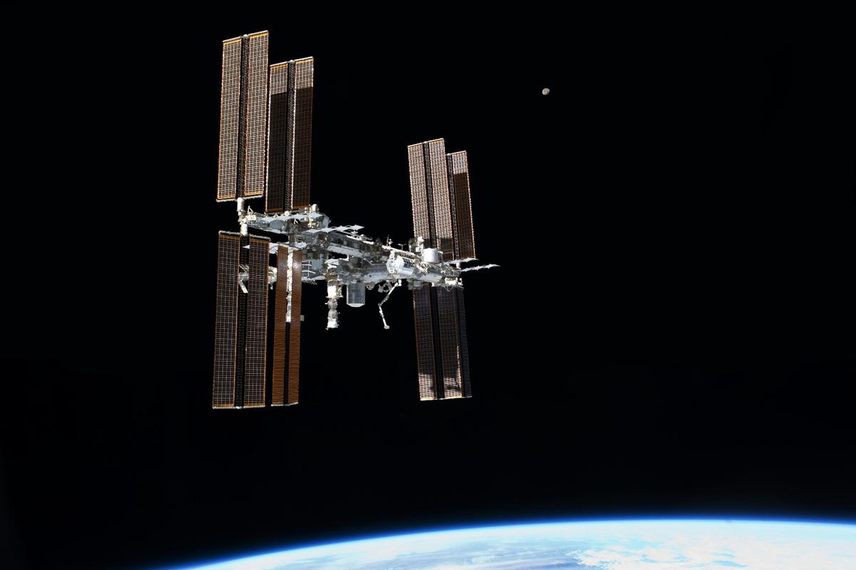 The ISS was threatened by the passage of a fragment from an old Russian weather satellite