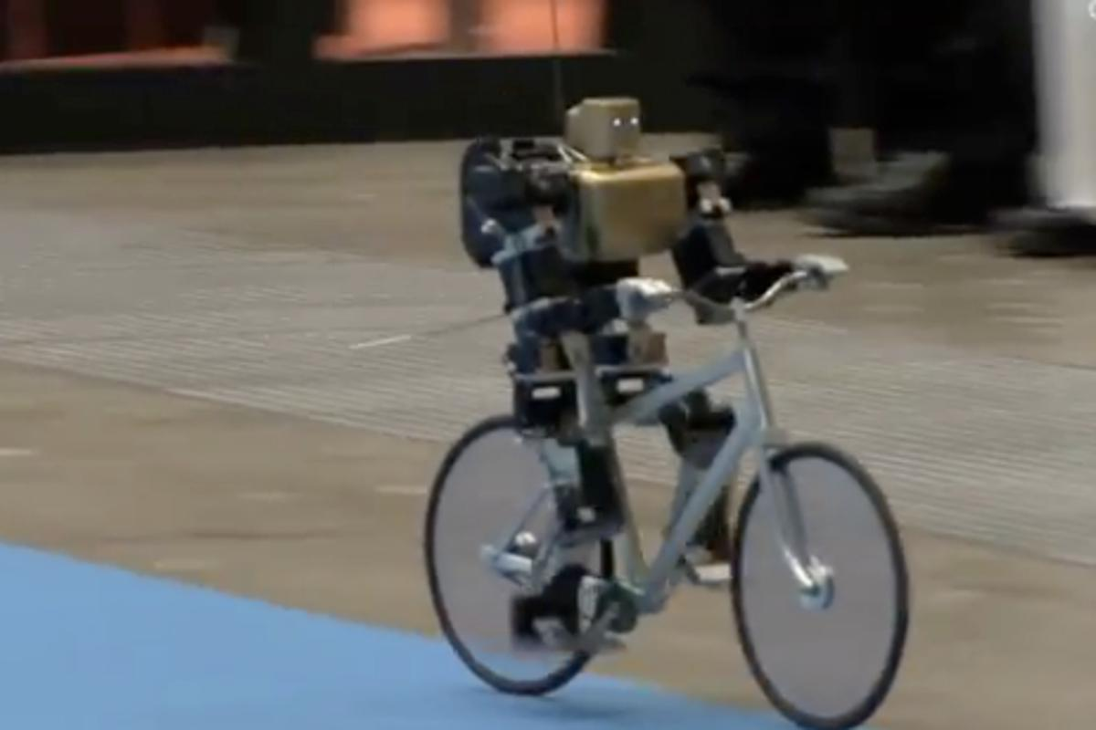 RoboBiker speeds along on its mini-bike (Photo: DigInfo.tv)