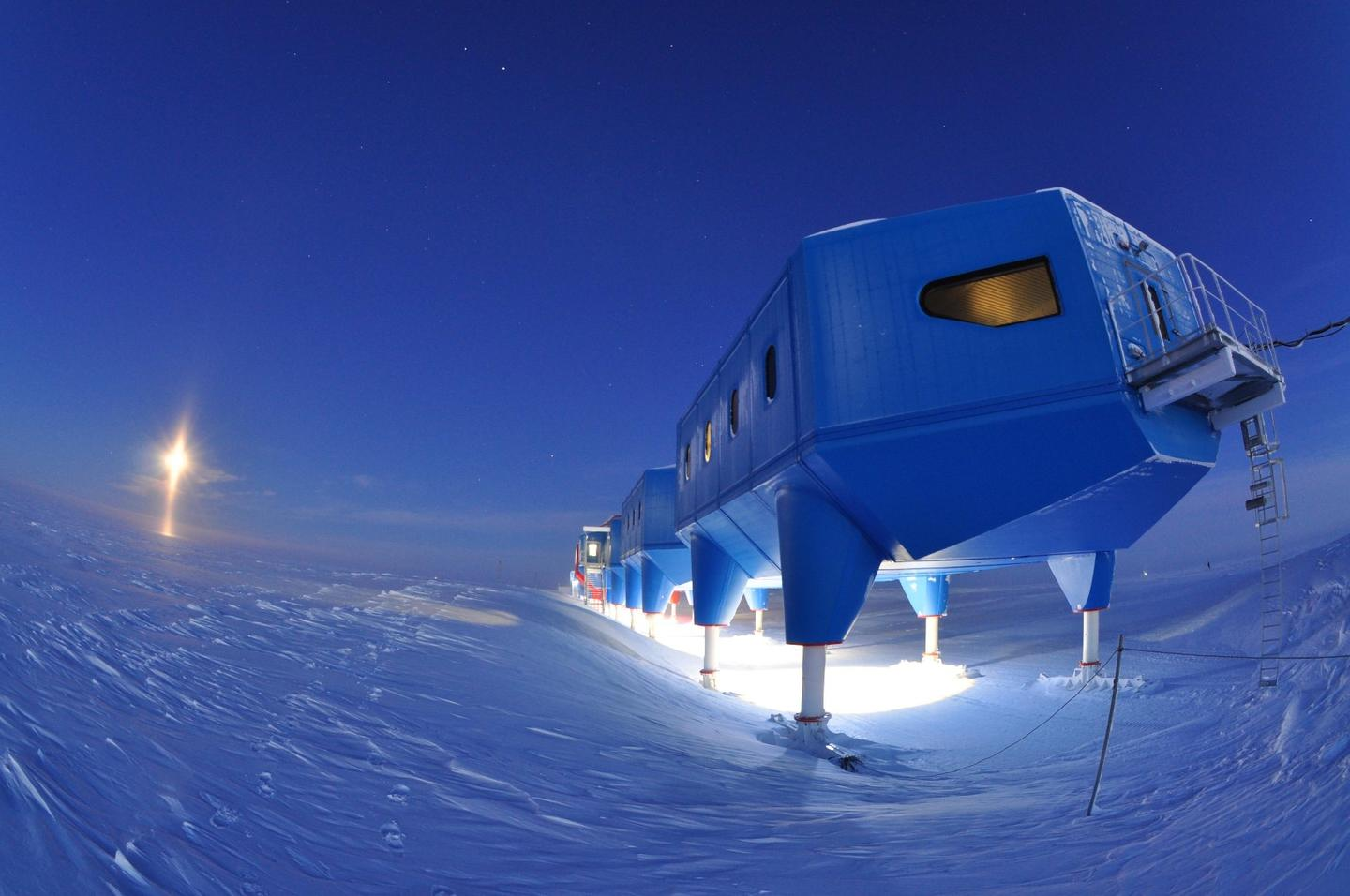 The Halley VI will be towed 23 km (14.3 miles) by specialist bulldozers
