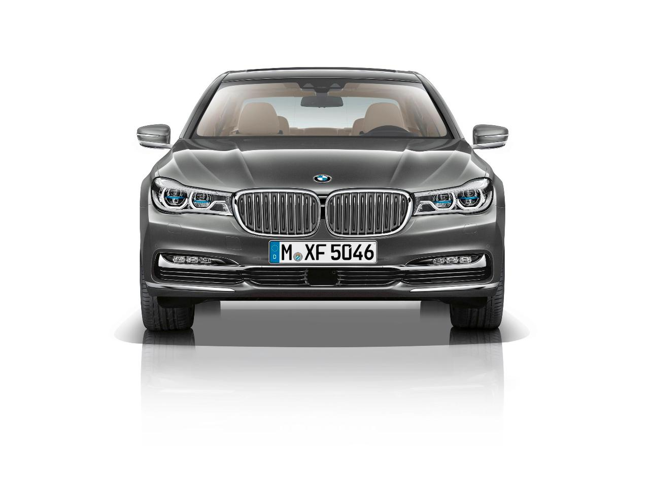 BMW's new 7 Series features a hybrid carbon-core construction
