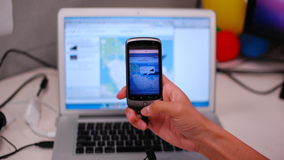 Deep Shot migrates tasks between a computer and a mobile phone using the phone's camera (Image: Yang Li)