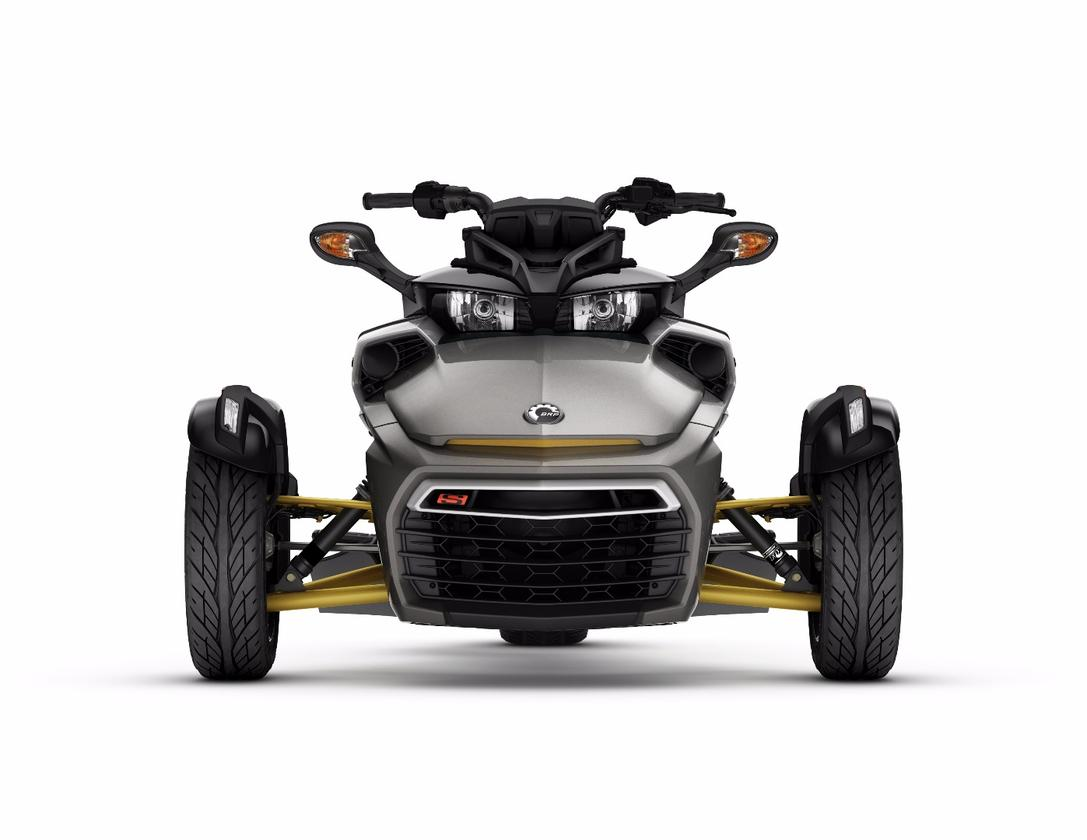 The F3-Shas a moreaggressive front end than earlier Spyder models