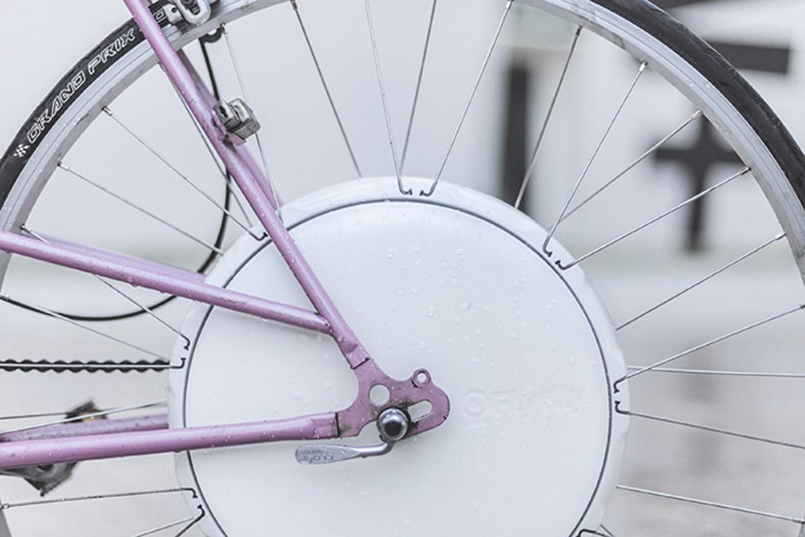 FlyKly's Smart Wheel makes pedaling a bicycle easier
