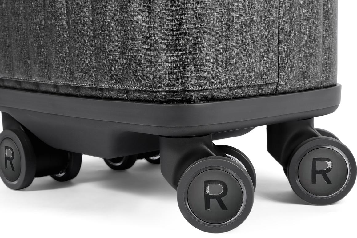 The battery-charging wheels of the Rollogo Escape S