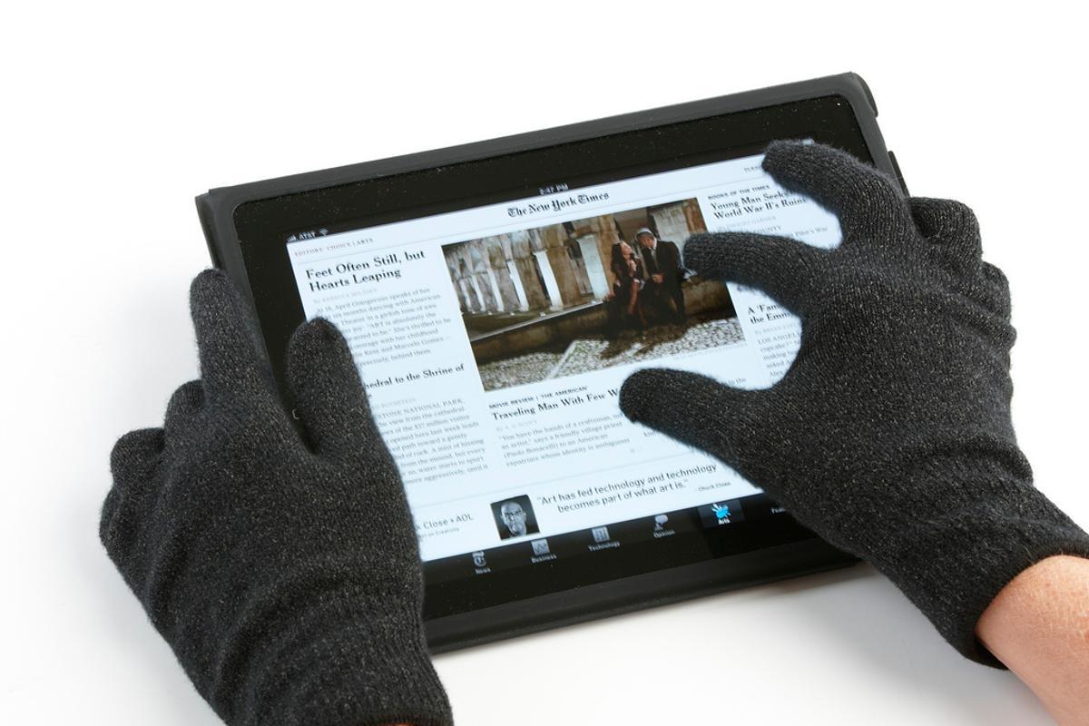 Agloves provide full 10-finger touchscreen functionality