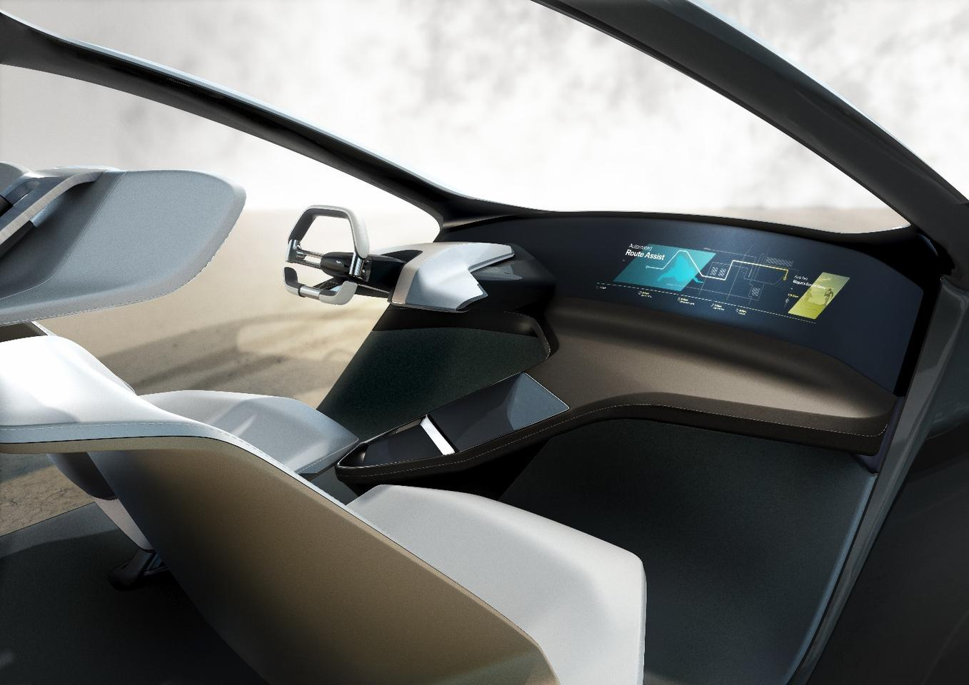 The way BMW is envisioning the concept for the i Inside Future is somewhere in the interim between fully automated driving (at all times) and partially automated driving wherein the car can drive itself in many situations, but not all of them