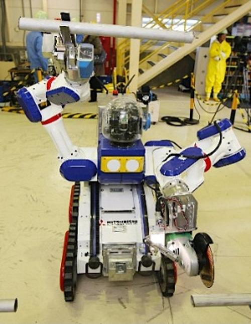Mitsubishi Heavy Industries' MHI-MEISTeR has two arms which can have various tools attached (Photo: Big Globe)