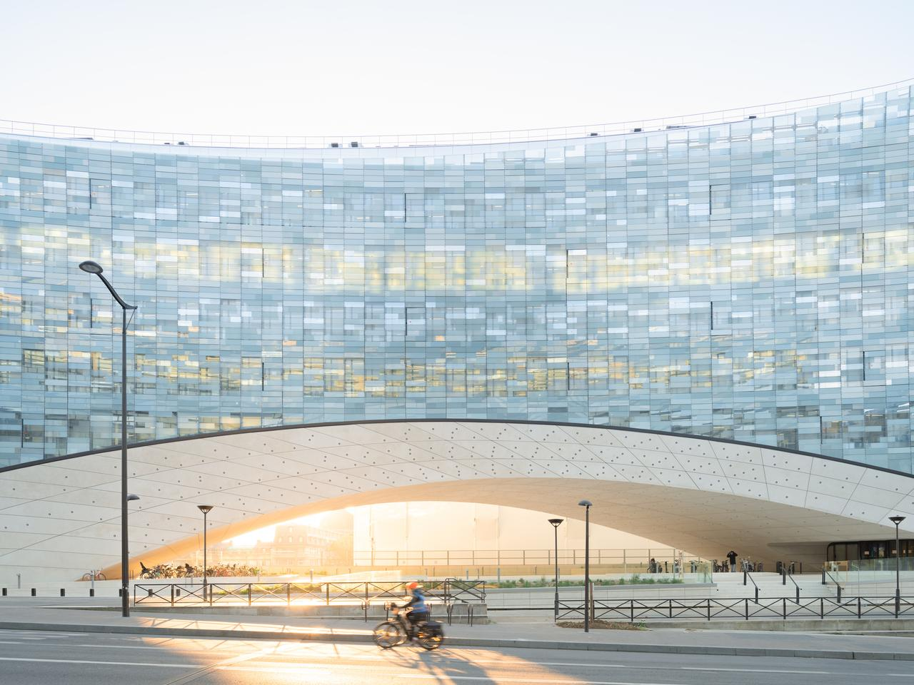 The new Le Monde headquarters spans a length of 80 m (262 ft)