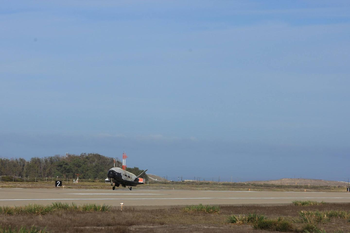 The X-37B landing at Vandenberg AFB (Image: Boeing)