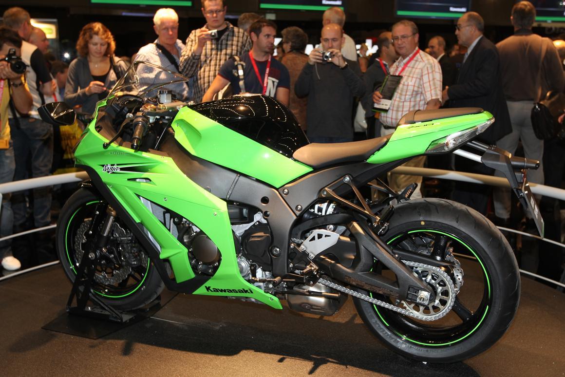 Kawasaki goes all-in: the 200+bhp 2011 Ninja ZX-10R