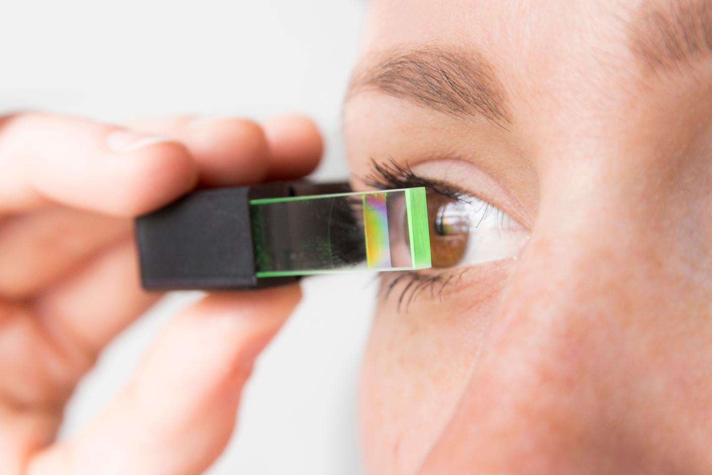 Fraunhofer researchers have developed technology that allows for a more compact, less conspicuous smartglasses design