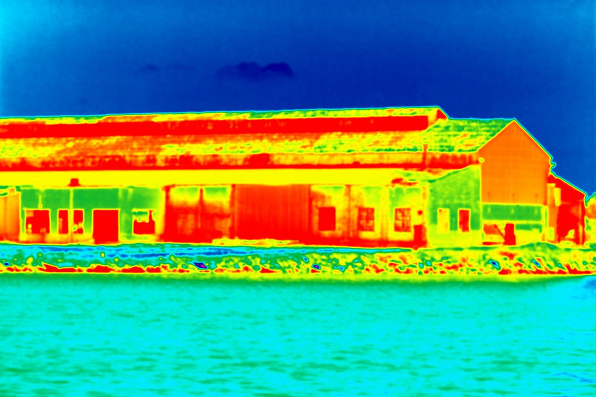 Far-infrared image of a building at night (Image: Robert Gubbins/Shutterstock)
