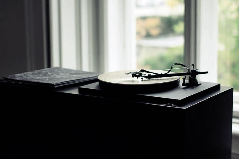 A record player designed by a German artist uses a digital camera and software to translate the rings of a tree into haunting piano music