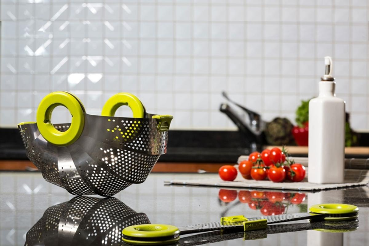 The Rmdlo is a lightweight folding colander