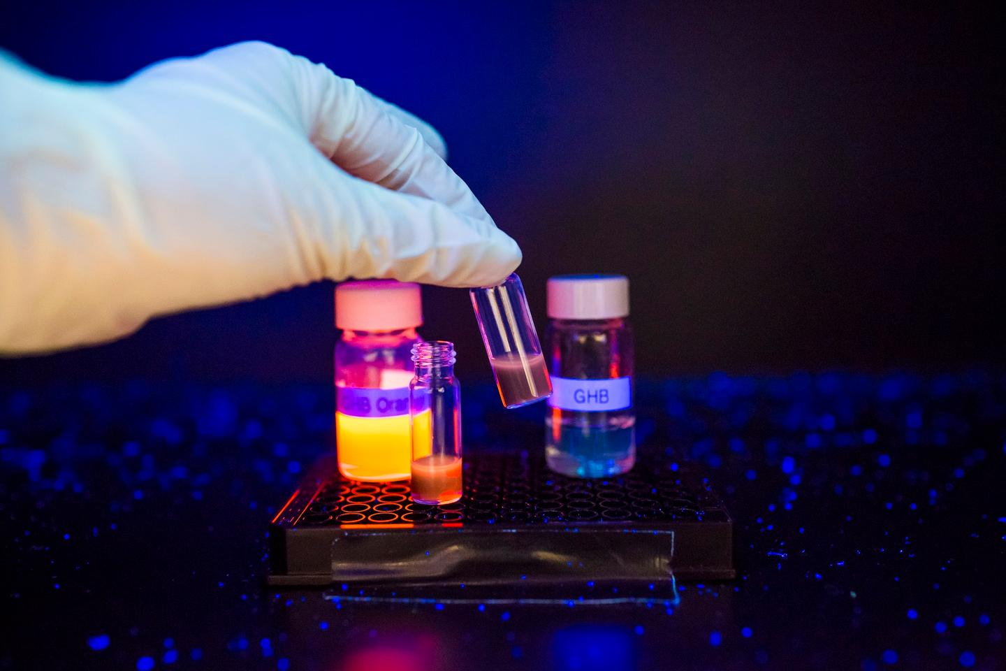 In testing the fluorescent compound, the team observed a difference in the intensity of the fluorescence between the drinks containing GHB and those without (Photo: National University of Singapore)