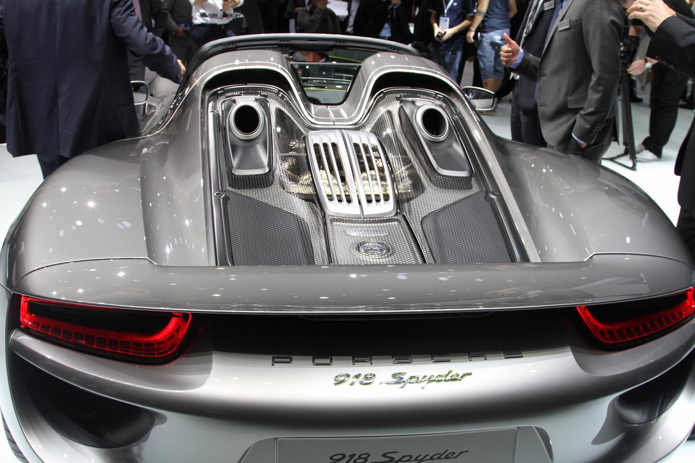 A 4.6 liter V8 engine helps the 918 Spyder reach a top speed of 211 mph (Photo: Gizmag.com)